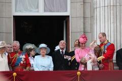女王伊丽莎白&皇家,白金汉宫,伦敦2017年6月-进军颜色王子乔治威廉,掠夺,凯特&炭灰 库存照片