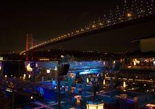 女王夜总会在伊斯坦布尔在晚上 免版税库存照片