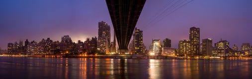 女王桥梁,纽约地平线 图库摄影