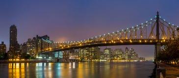 女王桥梁,纽约地平线 库存图片