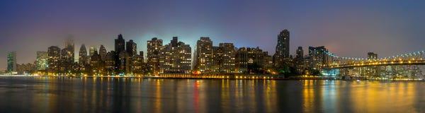 女王桥梁,纽约地平线 免版税库存图片