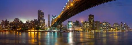 女王桥梁,纽约地平线 免版税库存照片
