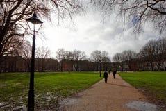 女王正方形,布里斯托尔,英国在晴朗的冬日 库存照片
