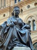 女王维多利亚古铜色雕象  图库摄影