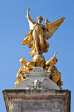 女王维多利亚纪念金黄雕象 免版税库存图片