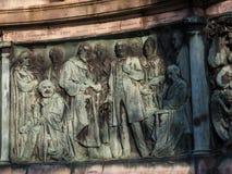 女王维多利亚雕象在兰卡斯特站立在政客、艺术家和作家上的英国 免版税库存图片