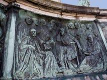 女王维多利亚雕象在兰卡斯特站立在政客、艺术家和作家上的英国 库存照片