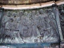 女王维多利亚雕象在兰卡斯特站立在政客、艺术家和作家上的英国 免版税图库摄影