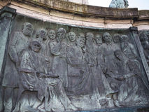 女王维多利亚雕象在兰卡斯特站立在政客、艺术家和作家上的英国 图库摄影
