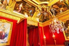 女王/王后的卧室内部  免版税库存图片