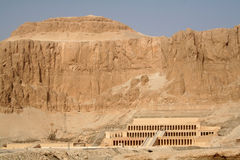 女王Hatshepsut太平间寺庙[广告Deyr Al Bahri,埃及,阿拉伯国家,非洲] 免版税库存图片