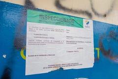 女用披巾,厄瓜多尔11日2017年:关于建筑结构的情报标志,绿色是为职业法律上被允许  免版税图库摄影