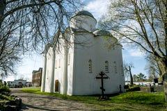 贞女的做法的教会在女修道院Staraya Lado 图库摄影