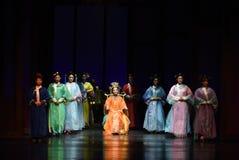 女皇年长有钱的贵妇死亡宴餐现代戏曲女皇的新一代在宫殿 图库摄影