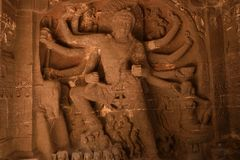 女神杜尔加雕象埃洛拉石窟的,印度 免版税库存图片