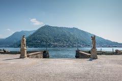 女神的雕象在意大利巴洛克式的公园在科莫c 库存照片