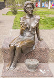 女花童 雕刻家D. Ryabichev,建筑师V. Nesterov 伦金 免版税库存照片
