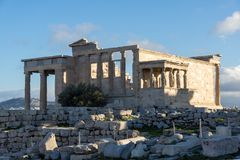 女象柱的门廊在雅典卫城的,Attica,希腊厄瑞克忒翁神庙 免版税图库摄影