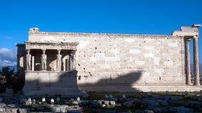 女象柱的门廊在Erechtheion的在雅典卫城的北边一个古希腊寺庙 免版税库存图片