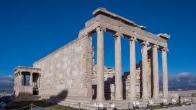 女象柱的门廊在Erechtheion的在雅典卫城的北边一个古希腊寺庙 免版税图库摄影
