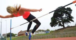 女运动员实践跳高在运动会比赛地点4k 股票录像