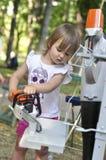 女婴举行和与一把电锯,锯一起使用 库存图片