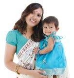 女婴印地安人母亲 库存照片