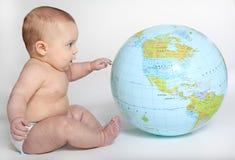 女婴发现地球 库存图片