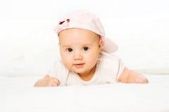 女婴帽子粉红色纵向佩带 免版税图库摄影