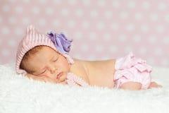 女婴新出生休眠 图库摄影