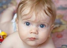 女婴月纵向六 库存照片