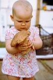 女婴用蘑菇 免版税库存照片