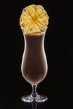 奶昔用在黑背景的干菠萝 图库摄影