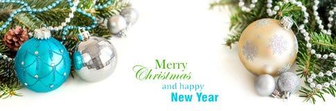 奶油、绿松石和银圣诞节装饰品边界 免版税库存图片
