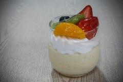 奶油甜点蛋糕 免版税库存图片