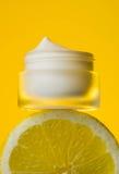 奶油用新鲜水果,化妆用品, limon 库存照片