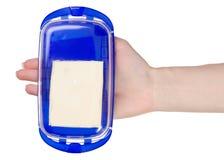 奶油碟在手上 免版税库存图片