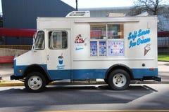 奶油色冰卡车 免版税库存图片