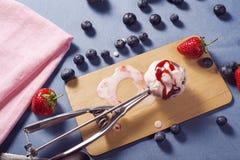 奶油色冰圣代冰淇淋 免版税图库摄影