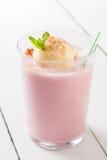 奶油色冰奶昔草莓香草 库存图片