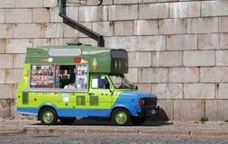 奶油色冰有篷货车 免版税库存图片