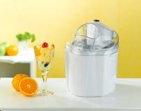 奶油色制冰机工具 库存图片