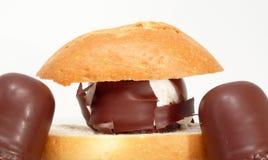 奶油色巧克力酥皮点心 库存照片