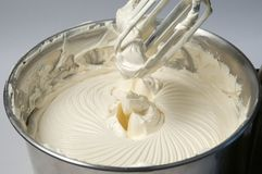 奶油色搅拌机 库存照片