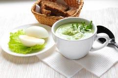奶油色汤和鸡蛋 免版税库存照片