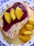 奶油色法国桃子多士 免版税库存图片
