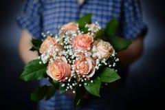 奶油色玫瑰花束  库存照片