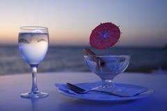 奶油色玻璃冰水 免版税库存图片