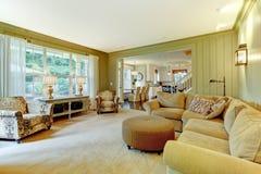 奶油色绿色生存豪华自然空间 免版税库存图片