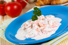 奶油色美食的大虾沙拉酸奶 库存图片